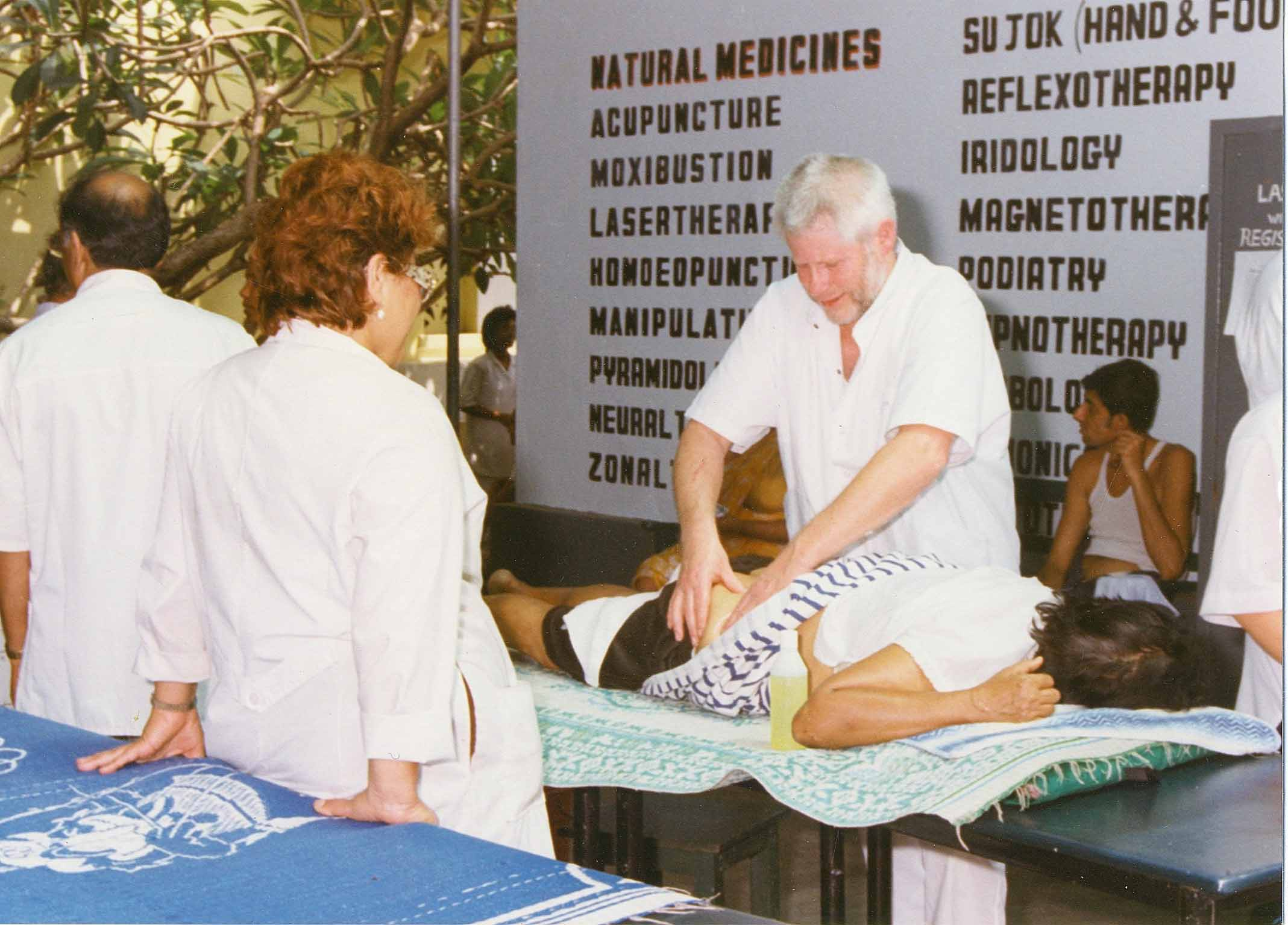 Massage met Reumedica in Sri Lanka.